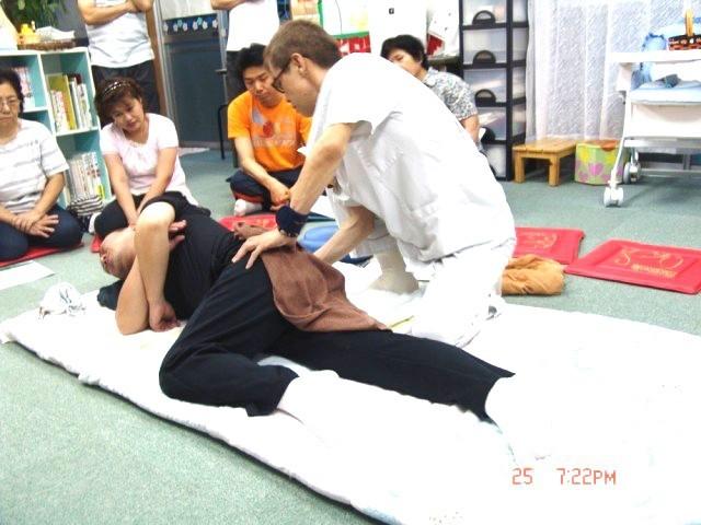 平成23年6月25日 NPO法人「吉野ねぎぼうず」にて「おなかのこりと頭痛・腰痛」の整体ライブ