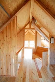 屋根裏部屋の西側1